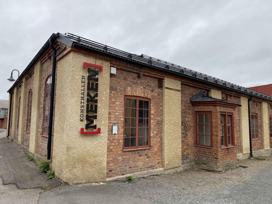 Exterior picture of the museum situated in an old mecanical factory.